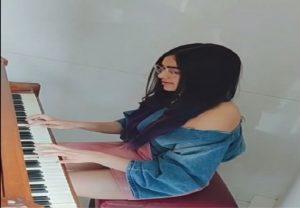 अभिनेत्री अदा शर्मा को पियानो बजाना है पसंद