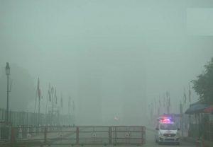 दिल्ली-NCR में छाया घना कोहरा, 22 ट्रेनें और 30 फ्लाइट्स प्रभावित