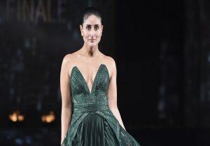 Lakme Fashion Week: ग्रीन गाउन में करीना कपूर ने रैंप पर बिखेरा जलवा
