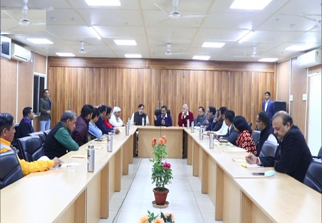 Kejriwal Meeting with his cabinet