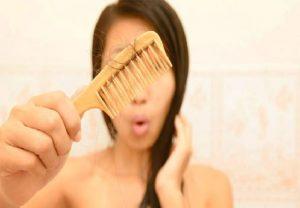 Hair Tips : बदलते मौसम में अपने बालों का रखें खास ख्याल