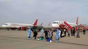 कोरोनावायरस के चलते मंगलवार रात 11:59 के बाद सरकार ने सभी घरेलू उड़ानों पर लगाई रोक