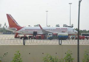 लंदन से 145 भारतीयों को लेकर एयर इंडिया की फ्लाइट पहुंची विजयवाड़ा, सभी यात्रियों की गई स्क्रीनिंग