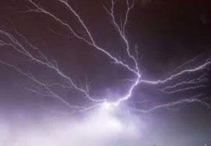 UP: आसमानी बिजली गिरने से 27 लोगों की मौत, सरकार ने किया मुआवजे का ऐलान