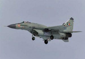 Plane Crash: मिग-29 का ट्रेनर विमान अरब सागर में हुआ क्रेश, एक पायलट मिला, दूसरा लापता