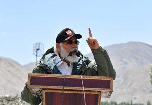 लेह पहुंचे पीएम मोदी ने जवानोंं का बढ़ाया हौसला, चीन को दिया दो टूक संदेश