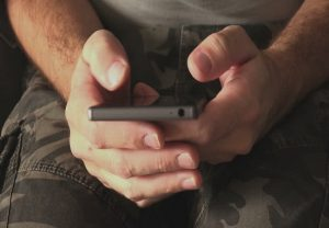 भारतीय सेना के जवान इन मोबाइल एप का नहीं कर सकेंगे इस्तेमाल, Facebook और TikTok सहित 89 पर प्रतिबंध