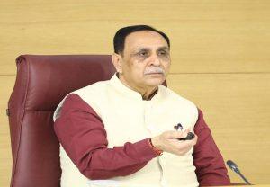 Gujarat: सीएम विजय रूपाणी ने किया ऐलान, COVID-19 टीकाकरण के पहले चरण में स्वास्थ्यकर्मियों और फ्रंटलाइन वर्कर्स का होगा टीकाकरण