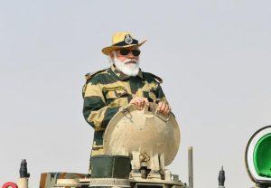 तस्वीरों में देखें- जैसलमेर में टैंक पर सवार हुए पीएम मोदी, जवानों के साथ मनाई दिवाली