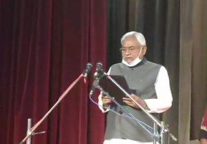 नीतीश कुमार 7वीं बार बनें बिहार के मुख्यमंत्री, राज्यपाल फागू चौहान ने दिलाई शपथ