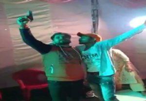 Meerut: युवक का तमंचे पर डिस्को, शादी समारोह के दौरान पिस्टल से फायरिंग, वीडियो वायरल