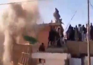 भारत को धार्मिक सद्भाव का ज्ञान देने वाले इमरान खान के पाकिस्तान में मंदिर को तोड़ डाला गया, वीडियो हुआ वायरल