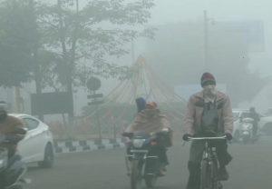 Weather Updates: दिल्ली-एनसीआर में गिरा पारा, उत्तर भारत में पड़ रही कड़ाके की ठंड