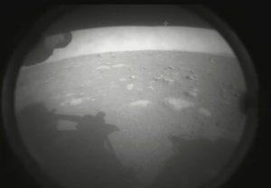 NASA Perseverance Rover: मंगल पर सफलतापूर्वक उतरा NASA का रोवर, पहली तस्वीर जारी