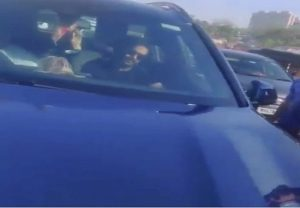 Bollywood: शख्स ने रोक ली अभिनेता अजय देवगन की कार, हुआ गिरफ्तार