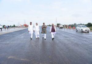 Delhi-Mumbai Expressway: अब 24 घंटे की बजाय 12 घंटे में पूरा होगा दिल्ली-मुंबई के बीच सफर, नितिन गडकरी का तोहफा