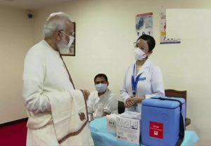 Corona Vaccination: रिकॉर्ड टीकाकरण पर RML अस्पताल पहुंचे PM मोदी, स्वास्थ्यकर्मियोंं का बढ़ाया हौसला