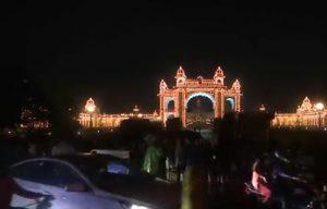 Video: विजयदशमी के मौके पर कर्नाटक में लाइटों से सजाया गया मैसूर पैलेस